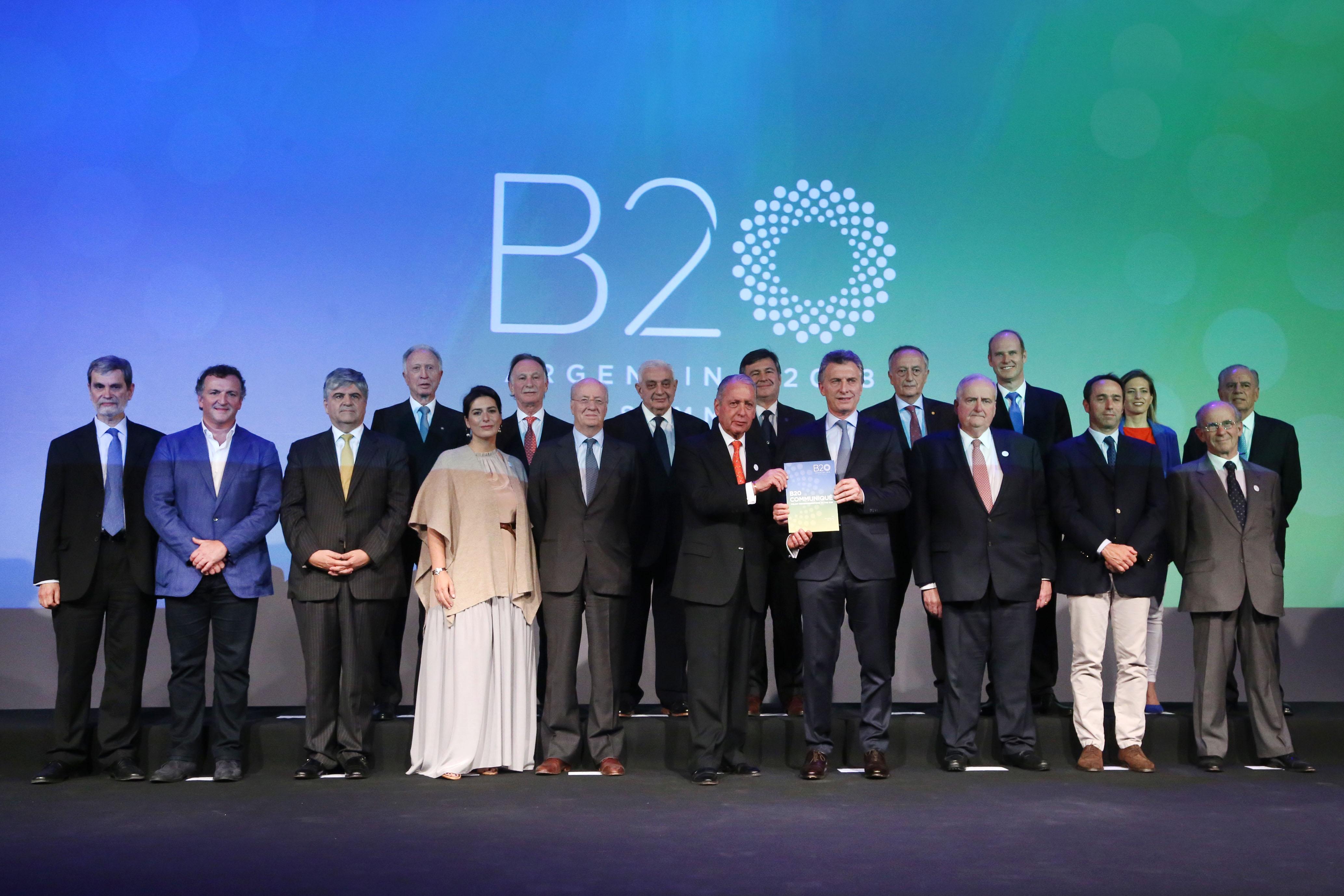Entrega del documento de recomendaciones con los Chairs, Sherpas y el G6