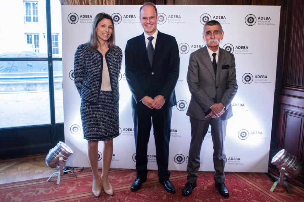 Isela Costantini, CEO del BST; Javier Bolzico, presidente de ADEBA y Roberto Domínguez, presidente del BST