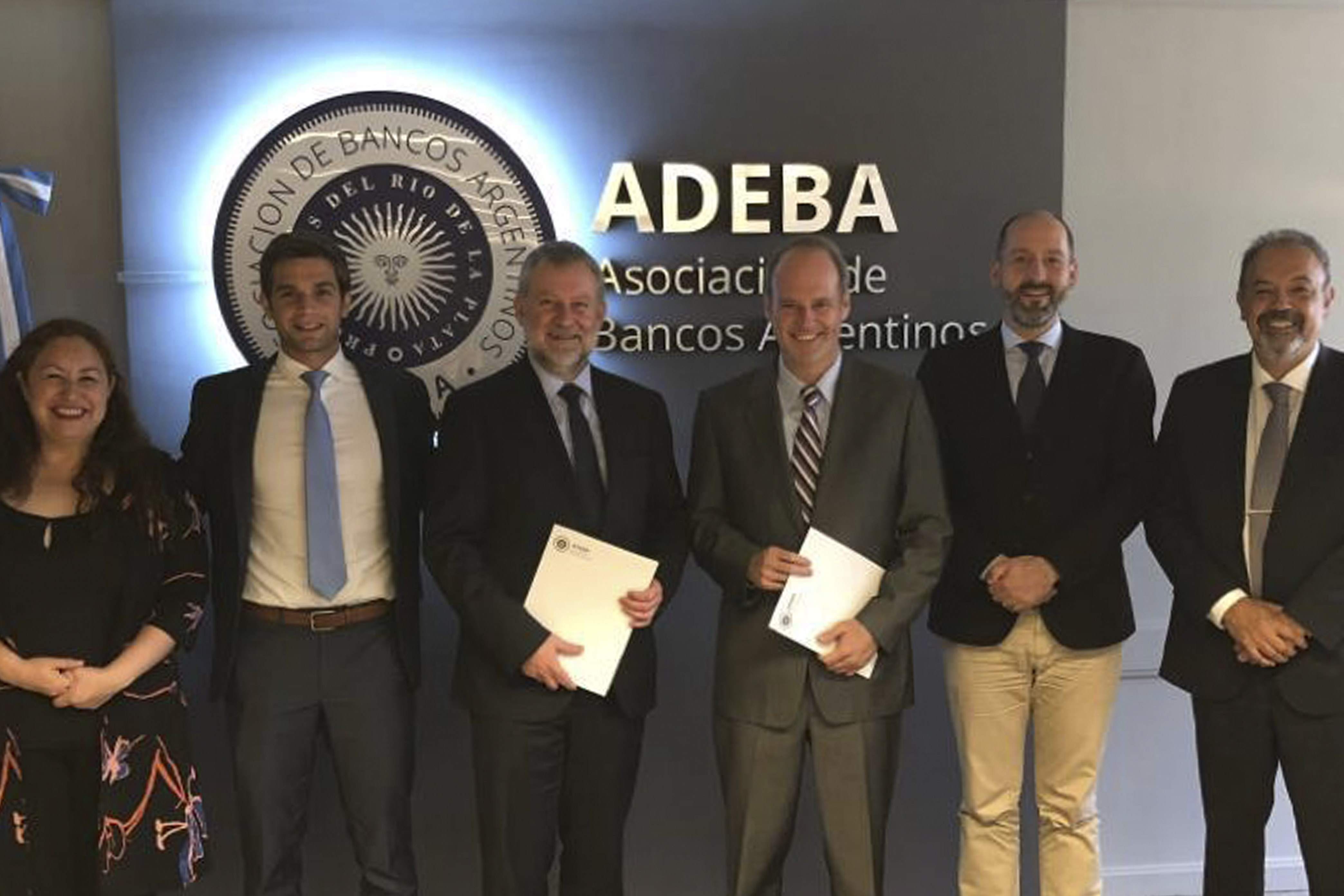 ADEBA firmó un convenio con la Fundación Alemana para la Cooperación Internacional, para impulsar la inclusión financiera.