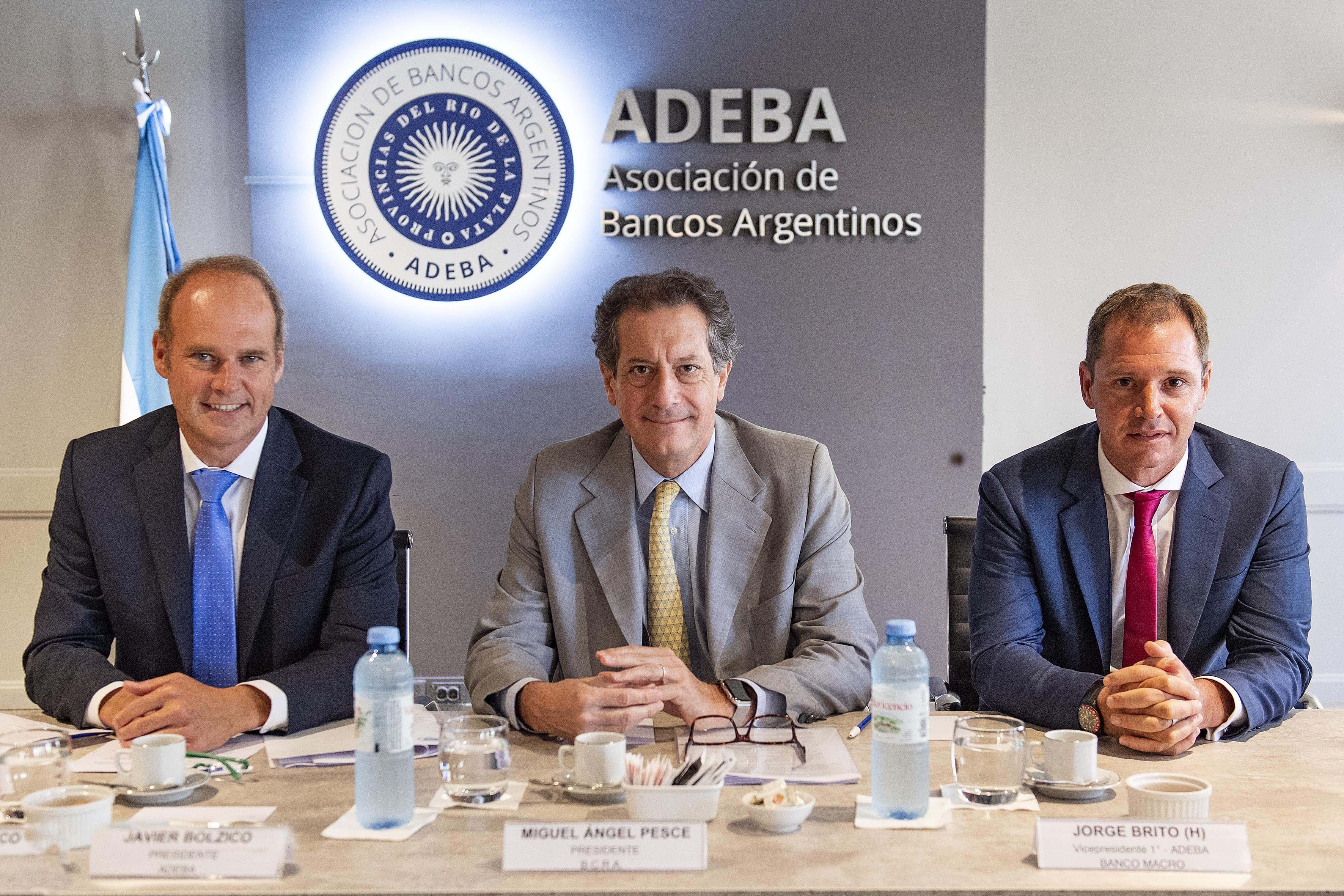 Javier Bolzico, presidente de ADEBA_ Miguel Pesce, presidente del BCRA_ Jorge Brito (h), vicepresidente de ADEBA